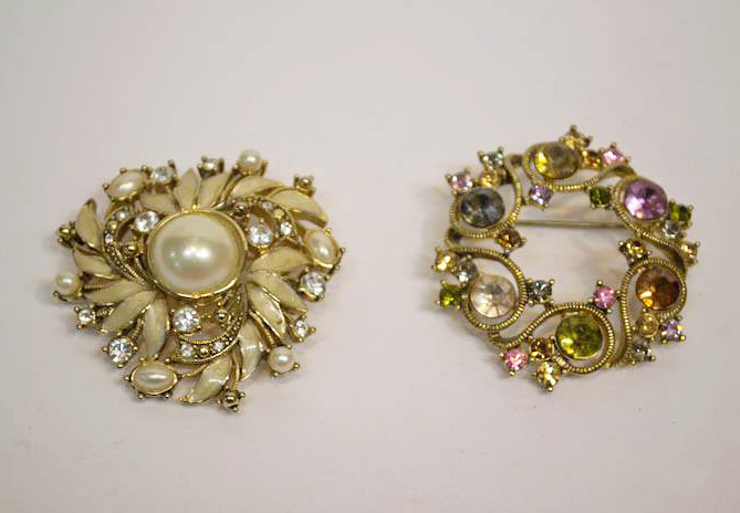 antique brooches with jewels and pearls
