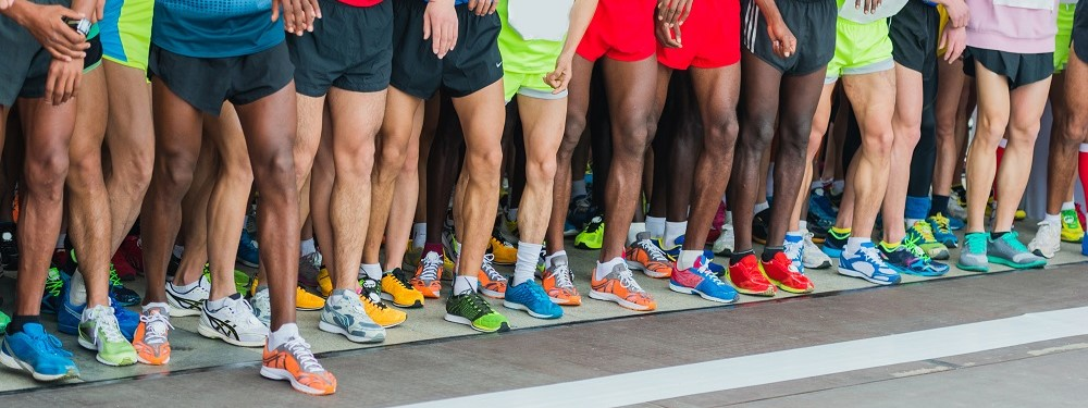 runners lining up to start foot race