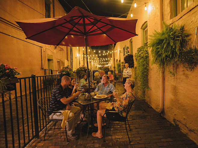 outdoor dining Pailin's Alley